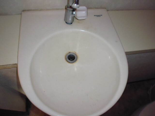 住友アビッグ21サマータワー 入居前清掃 洗面器洗浄前の様子