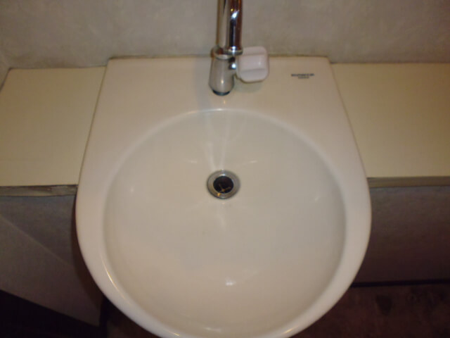 住友アビッグ21サマータワー 入居前清掃 洗面器洗浄後の様子