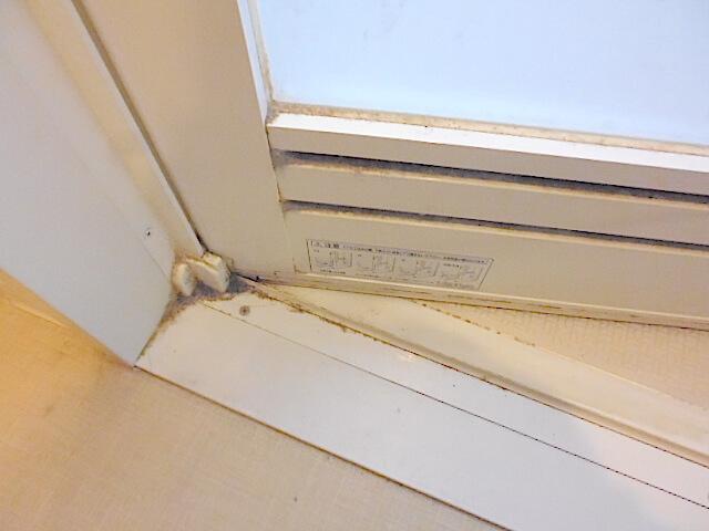 グランシティミレナ 浴室ドア洗浄前の様子