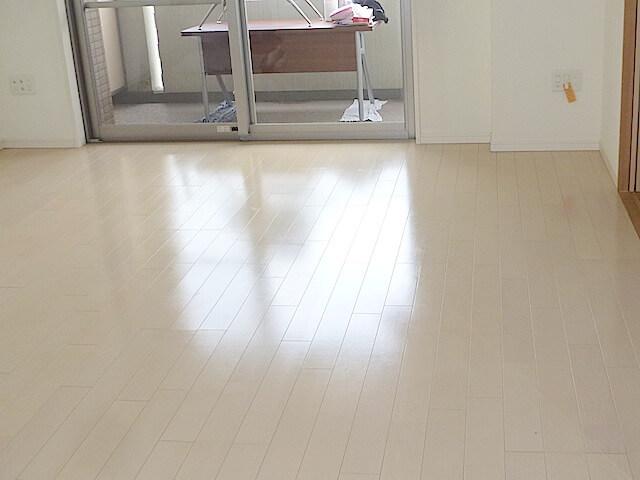 アンビシャスプラザ千葉中央 床洗浄WAX後の様子
