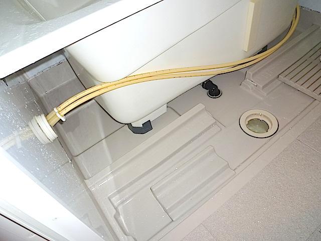 浴槽内部洗浄は標準作業