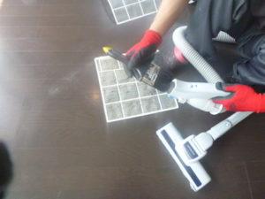 エアコン分解洗浄の様子