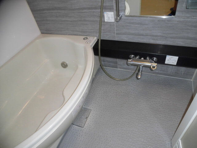 ヴィスタスクエア秋山 浴室洗浄前の様子