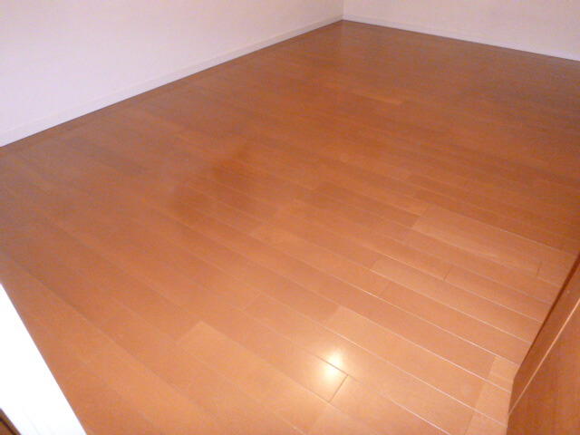 アルファグランデ成田弐番街 床洗浄WAX後の様子