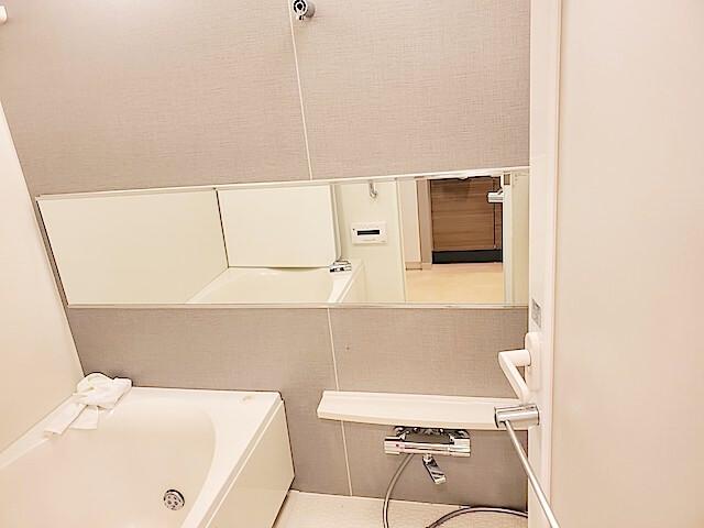流山市 マンション シティハウスおおたかの森 浴室 鏡交換完了の様子