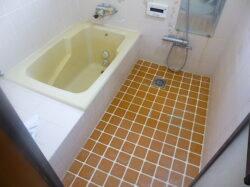 在来浴室にTOTOスーパーエクセレントバス施工前の様子