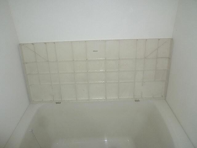 千葉県 柏市 柏ファミールハイツ逆井壱番館 入居前清掃 浴槽エプロン下洗浄後の様子