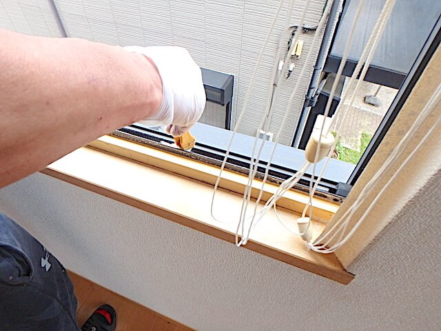千葉市緑区おゆみ野 戸建て賃貸住宅 退去清掃 窓サッシ洗浄の様子