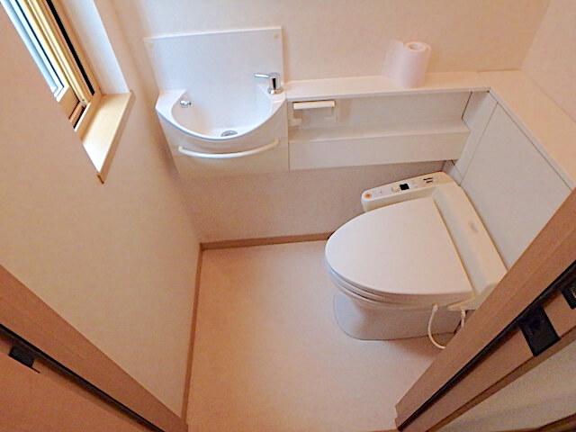 千葉市緑区おゆみ野 戸建て賃貸住宅 退去清掃 トイレ清掃の様子