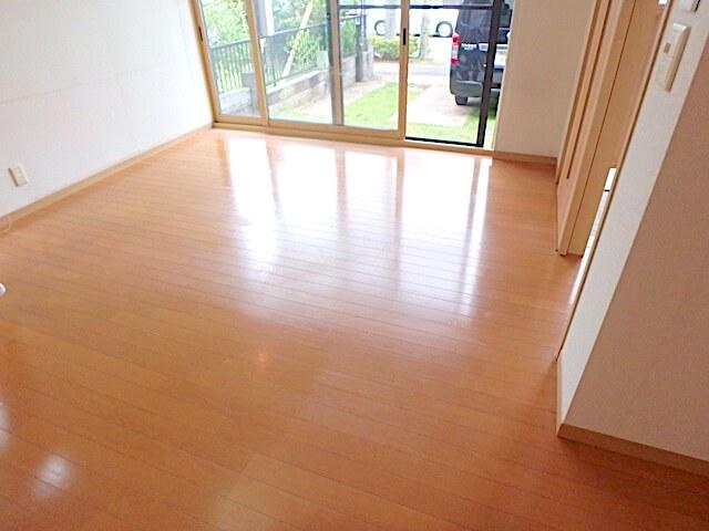 千葉市緑区おゆみ野 戸建て賃貸住宅 退去清掃 床清掃の様子