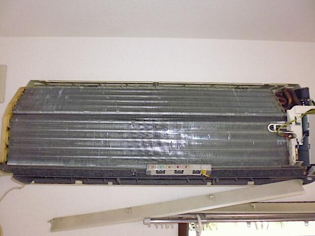 千葉県 佐倉市 レクセルガーデン志津壱番館 入居前清掃 エアコン分解洗浄前の様子