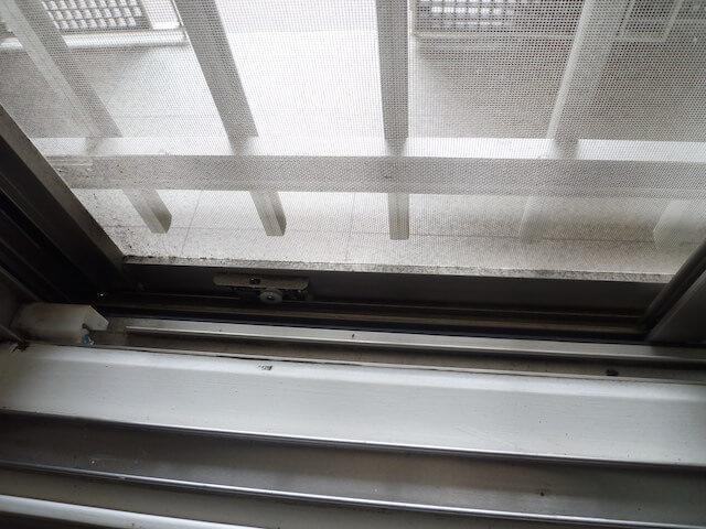 千葉市 幕張 セントラルパークイースト幕張パークタワー 窓サッシ網戸 before