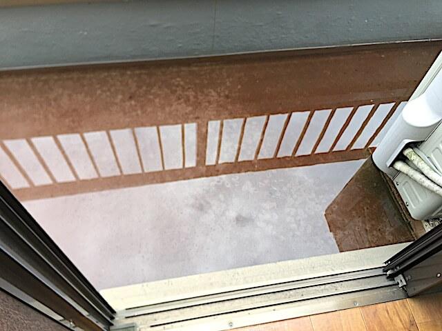 葛飾区立石 一戸建て住宅 入居前清掃 バルコニー洗浄前の様子